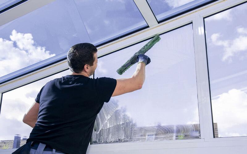 professionelle Fensterreinigung von MS 24